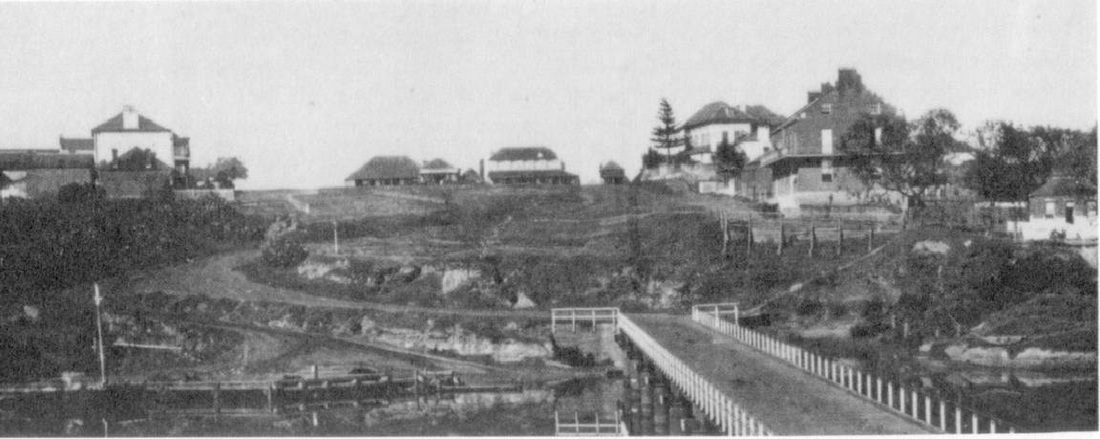 An old picture of Windsor Bridge with Thompsons Square at the top of the hill on the right