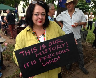 Wendy Harmer shows her support for Thompson Square